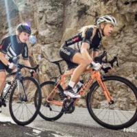Billede af 2 cyklende damer i ført cykelhandsker